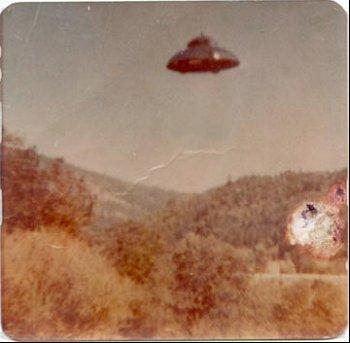 http://www.alienandufopictures.com/ufo_picture_4.jpg